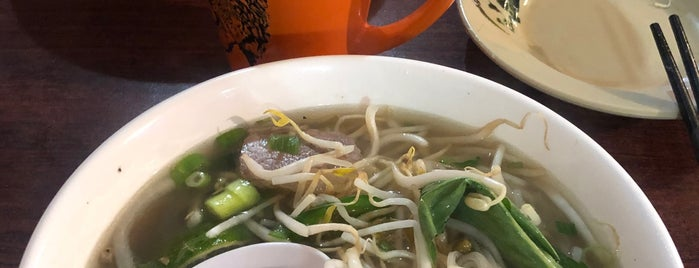Pho House Noodle and Grill is one of สถานที่ที่ Artemy ถูกใจ.
