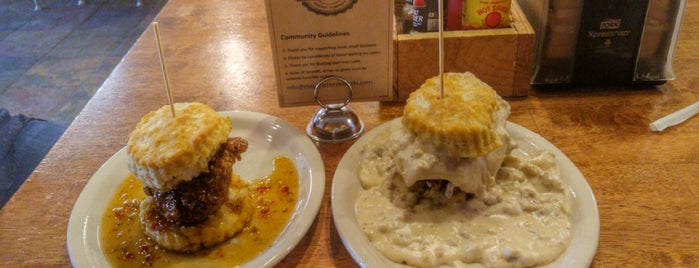 Maple Street Biscuit Company is one of Lieux qui ont plu à Dee.