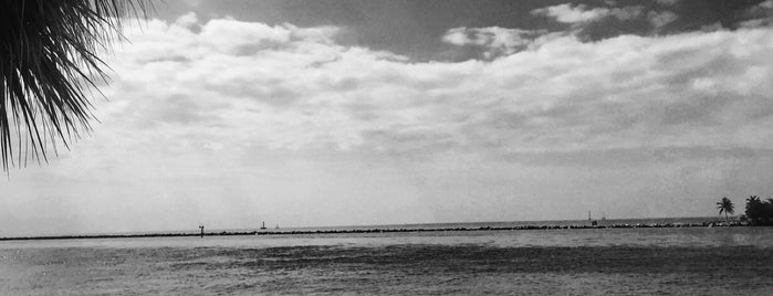 South Pointe Pier is one of Tempat yang Disukai Sonia.