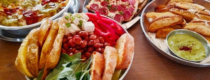 Doremis Café | کافه دورمیز is one of Nazaninさんの保存済みスポット.