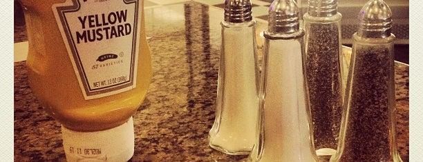 Continental Restaurant is one of Posti che sono piaciuti a Michael.