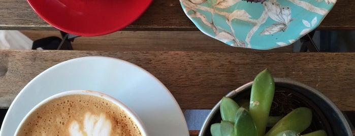 crosstown cafe bar is one of Tempat yang Disimpan Andrea.