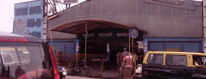 Mahalaxmi Railway Station is one of Lieux qui ont plu à Vee.