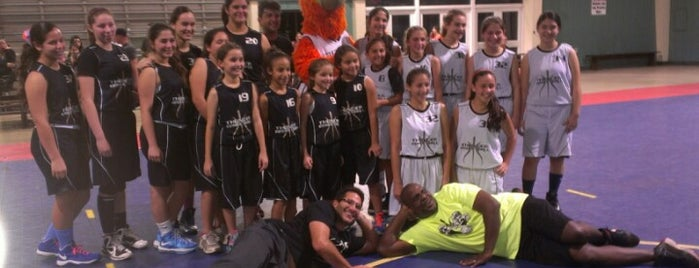 tamiami Youth Basketba Gym is one of Lugares favoritos de Val.