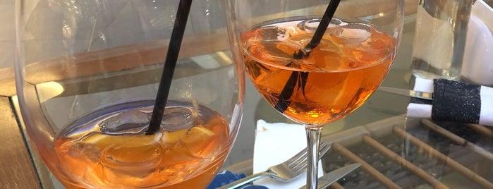 Zest Coffee & Wine is one of Lugares favoritos de Denis.