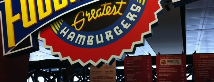 Fuddrucker's is one of Tempat yang Disukai Rebecca.