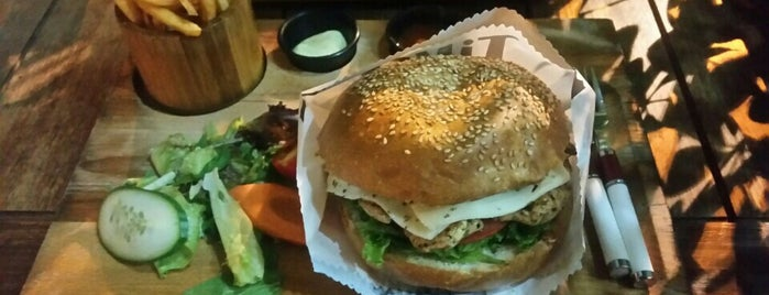 Tiko - Handmade Burger is one of Orte, die Özge Kızal gefallen.