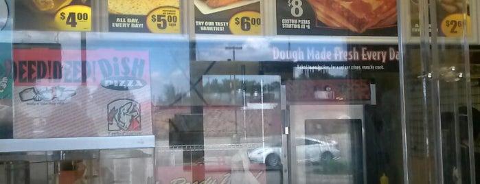 Little Caesars Pizza is one of สถานที่ที่ Ricardo ถูกใจ.