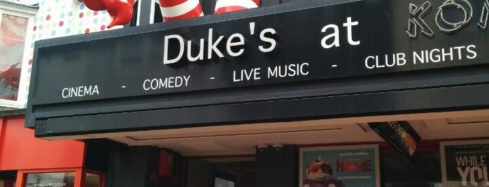 Duke's At Komedia is one of Orte, die Ozgur gefallen.