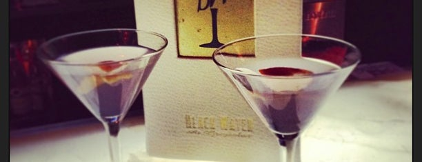 Black Water Lounge is one of Locais curtidos por Paul.