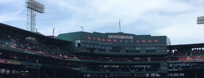 Fenway Park is one of Locais curtidos por Sara.