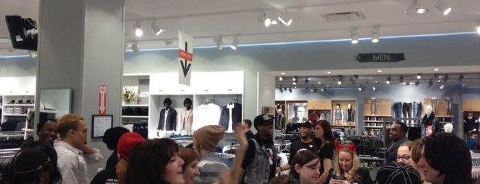 H&M is one of Posti che sono piaciuti a Janel.