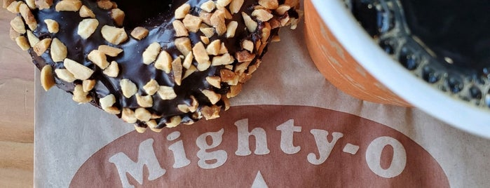 Mighty-O Donuts is one of Lugares favoritos de Cusp25.