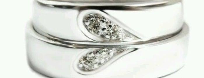 Fine Silver & Jewelry Counter is one of สถานที่ที่ Sutimas ถูกใจ.