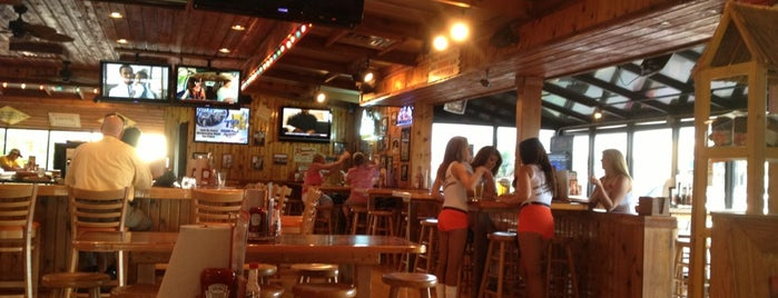 Hooters is one of Laurenさんの保存済みスポット.