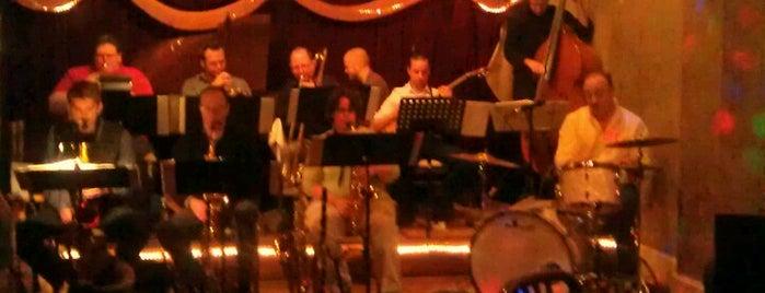 Tressa's Downtown Jazz and Blues is one of Tempat yang Disukai Tye.
