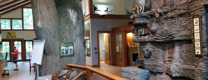Highbanks Nature Center is one of สถานที่ที่ Dave ถูกใจ.