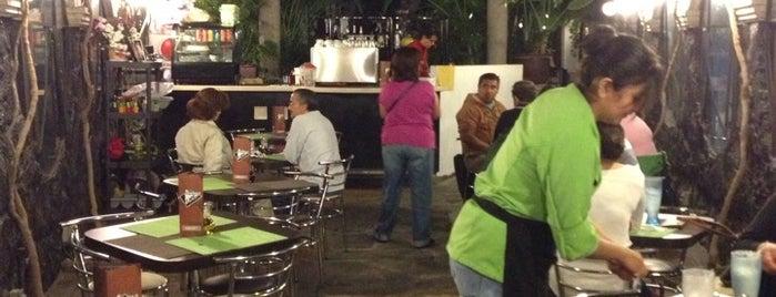 Triangulo Cafe is one of สถานที่ที่บันทึกไว้ของ Vicky Nito.
