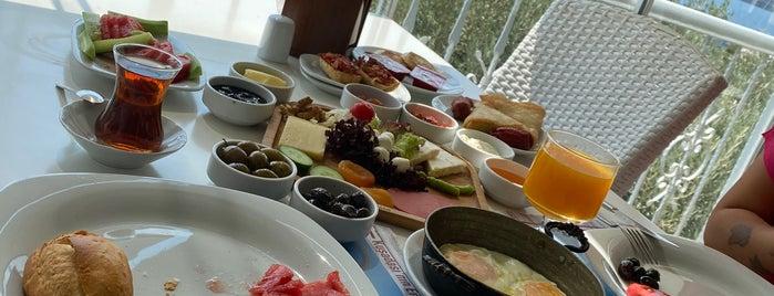 Oksa Marina Balık Restaurant is one of Posti che sono piaciuti a Burç.