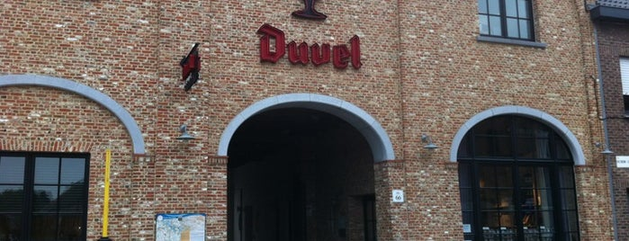 Duvel Moortgat is one of Lieux qui ont plu à Francis.