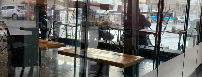 Coffee Gutta is one of Lugares favoritos de Adilos.