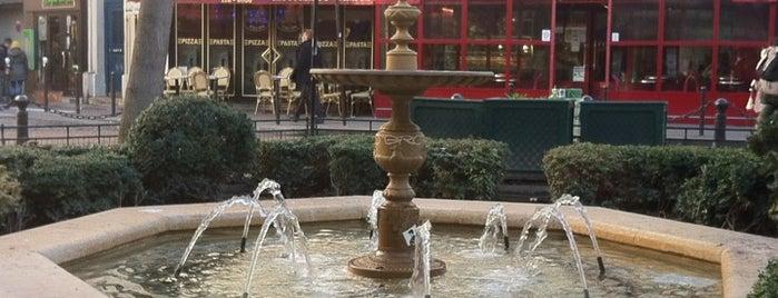 Place de la Contrescarpe is one of Paris Places To Visit.