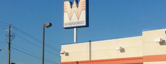 Whataburger is one of Lugares favoritos de Latonia.