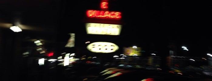 Chinese Village Restaurant is one of สถานที่ที่ Dj ถูกใจ.
