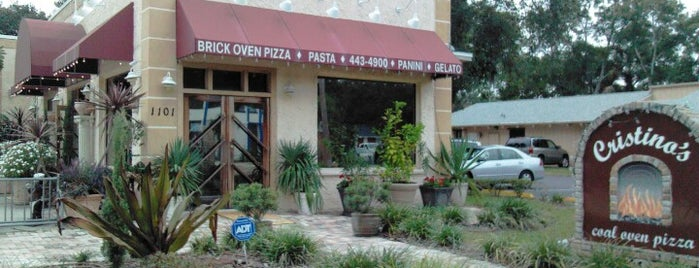 Cristino's Coal Oven Pizza is one of Lugares guardados de Clive.