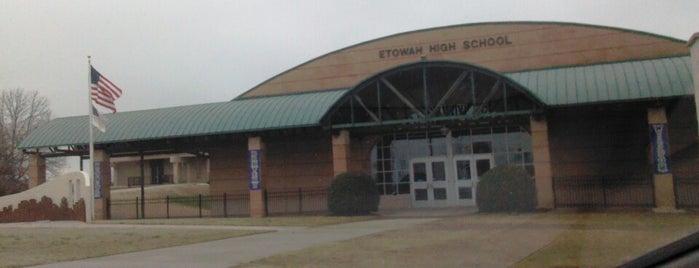 Etowah High School is one of Lieux qui ont plu à Jennifer.