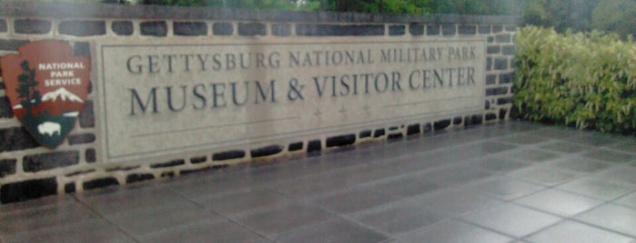 Gettysburg National Military Park Museum and Visitor Center is one of Lindsey'in Beğendiği Mekanlar.
