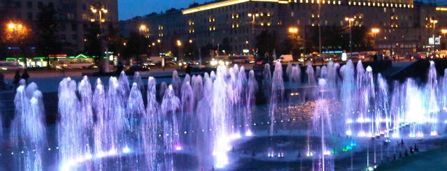 Moscow Square is one of Lugares favoritos de Stanislav.