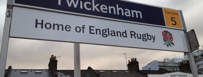 Twickenham Railway Station (TWI) is one of Orte, die Barry gefallen.