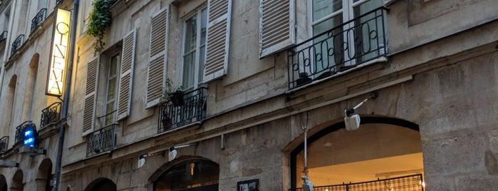 Un Regard Moderne is one of Paris.