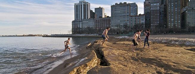 Oak Street Beach is one of Afi 님이 저장한 장소.