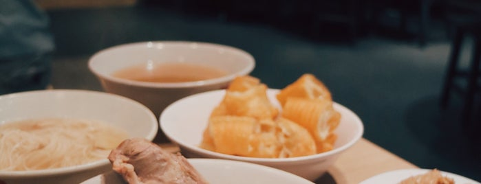SONG FA bak kut teh 肉骨苶 is one of 鑫惠's Saved Places.