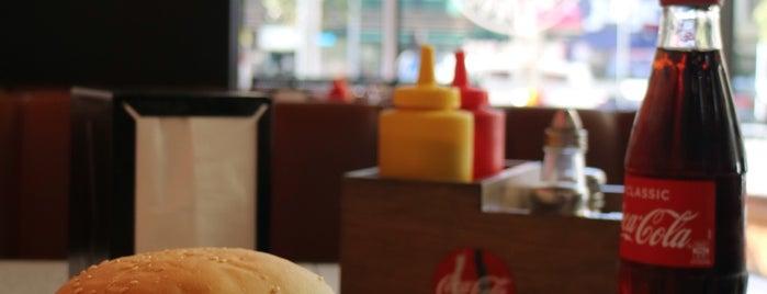 Andrews Hamburgers is one of สถานที่ที่ Jase ถูกใจ.