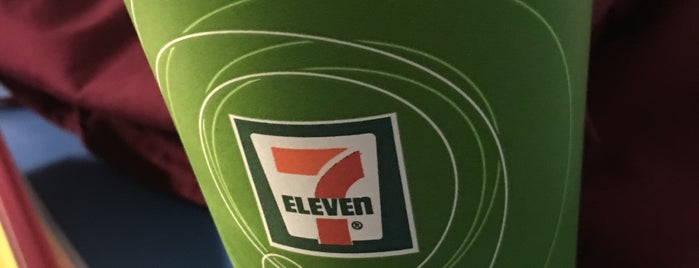 7/11 is one of Lieux qui ont plu à Tim.