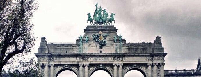 Arcades du Cinquantenaire / Triomfboog van het Jubelpark is one of Lugares favoritos de Hideo.