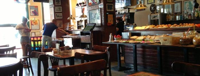 Sports Bar Sitges is one of Lugares favoritos de Иван.