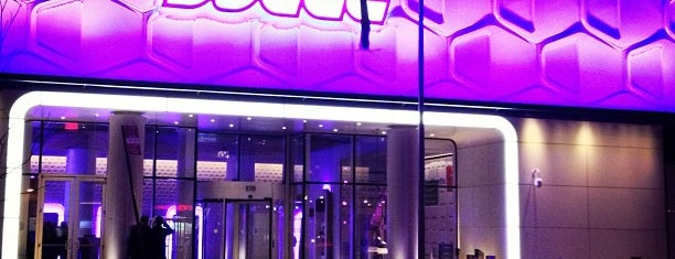 YOTEL New York is one of Tempat yang Disukai Brian.