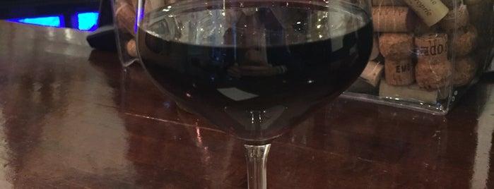 vinoteca raïm is one of Andrewさんの保存済みスポット.