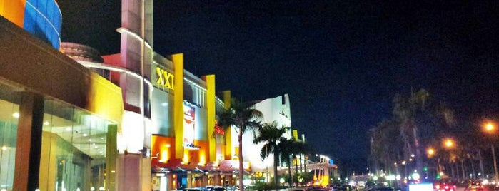 Galaxy Mall is one of Locais curtidos por Yus.