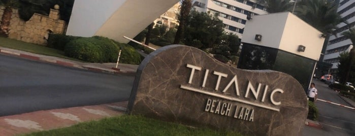Titanic Resort & Beach Hotel Blacksea is one of 🌜🌟hakan🌟🌛 : понравившиеся места.