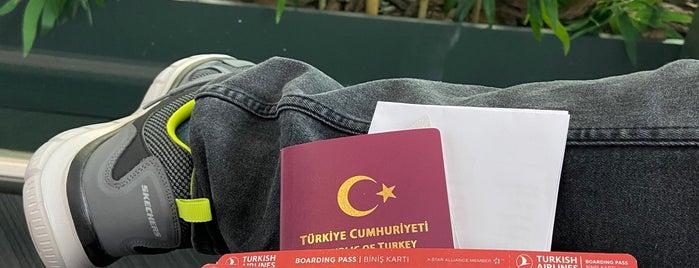 Dış Hatlar Gidiş Terminali is one of Halil 님이 좋아한 장소.