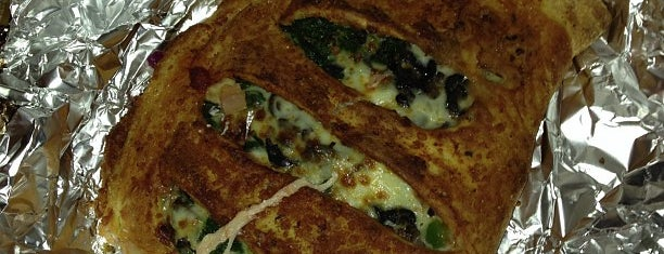 Ephesus Pizza is one of Lugares favoritos de Julie.
