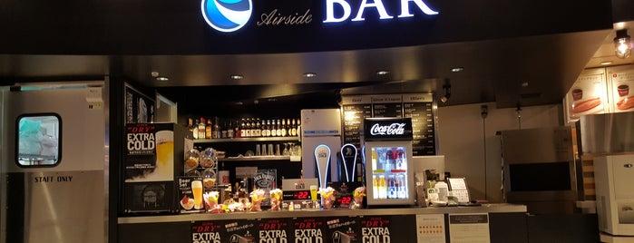成田国際空港 第1ターミナル Airside Bar is one of Tempat yang Disukai George.