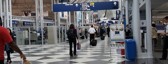 Chicago O'Hare International Airport is one of Tempat yang Disukai George.