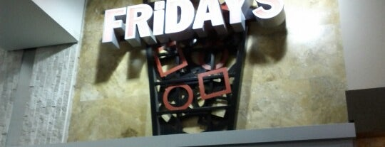 TGI Fridays is one of Beat Boredom At The Airport.
