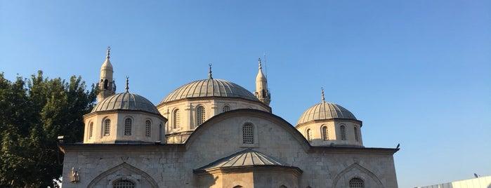 Yeni Camii Meydanı is one of Aykut: сохраненные места.